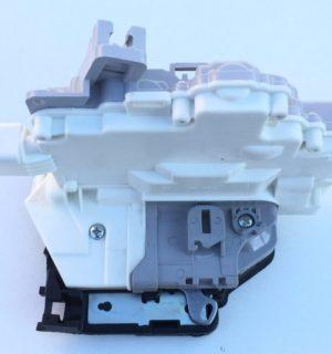 Kapı Kilit Mekanizması Arka Sol  Passat Tiguan 3C4839015A